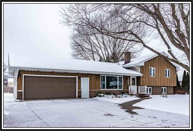 1509 W Homestead Drive, Appleton, WI 54914 (#50234025) :: Dallaire Realty