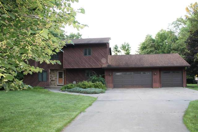 645 Timber Drive, Waupaca, WI 54981 (#50234185) :: Dallaire Realty