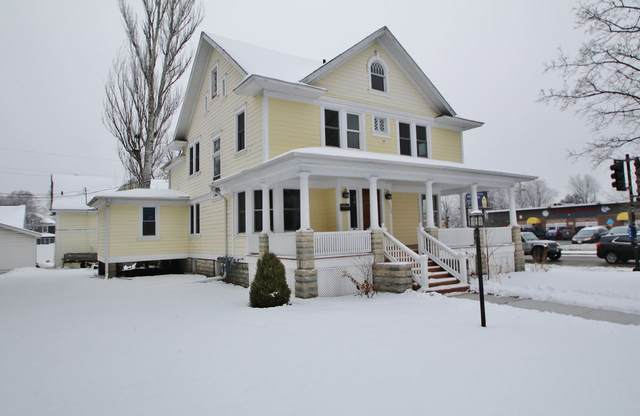 102 S Ashland Avenue, Green Bay, WI 54303 (#50234227) :: Todd Wiese Homeselling System, Inc.