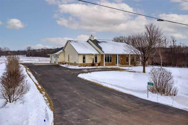 8580 South Loop Road, Larsen, WI 54947 (#50234298) :: Todd Wiese Homeselling System, Inc.