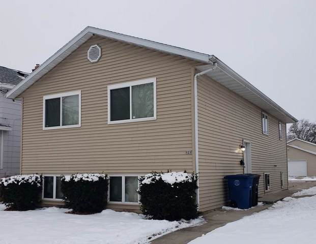 929 Wright Street, Oshkosh, WI 54901 (#50234335) :: Ben Bartolazzi Real Estate Inc