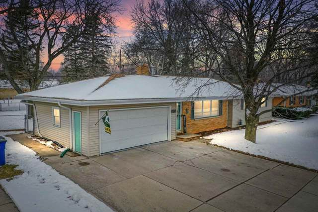 2152 S Oneida Street, Green Bay, WI 54304 (#50234404) :: Ben Bartolazzi Real Estate Inc