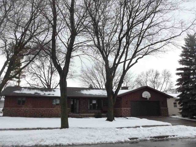 1425 W Cloverdale Drive, Appleton, WI 54914 (#50234464) :: Todd Wiese Homeselling System, Inc.
