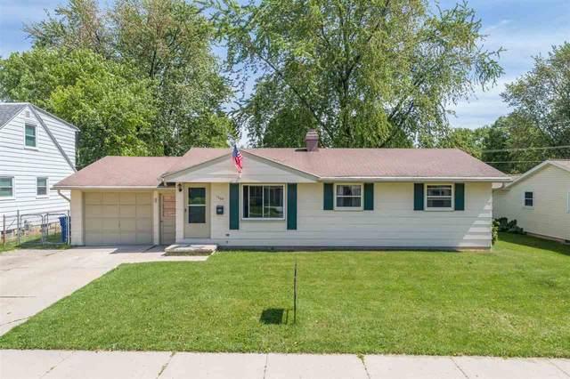1204 Shadow Lane, Green Bay, WI 54304 (#50234465) :: Ben Bartolazzi Real Estate Inc
