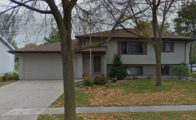 W5694 Guindon Boulevard, Fond Du Lac, WI 54935 (#50234527) :: Todd Wiese Homeselling System, Inc.