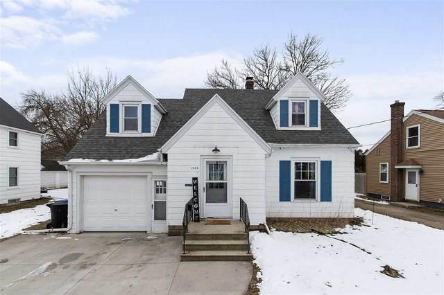 1505 W Harris Street, Appleton, WI 54914 (#50234601) :: Todd Wiese Homeselling System, Inc.