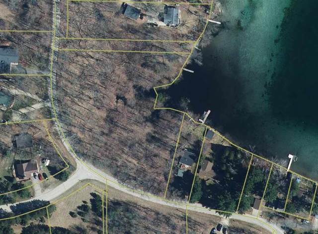 W Stratton Lake Road, Waupaca, WI 54981 (#50234791) :: Town & Country Real Estate