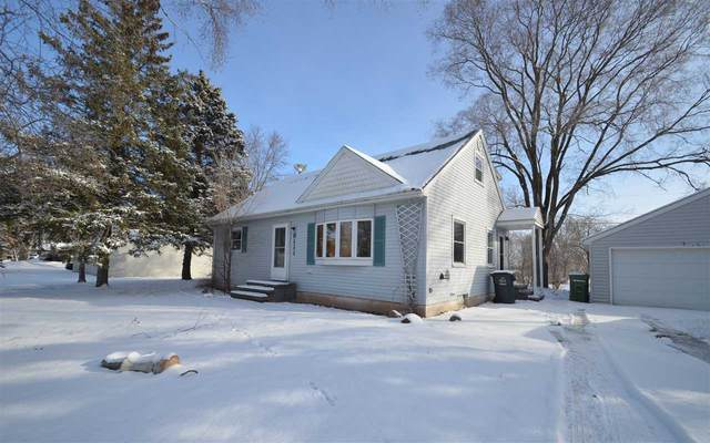 8111 Geenan Street, Kaukauna, WI 54130 (#50234816) :: Todd Wiese Homeselling System, Inc.