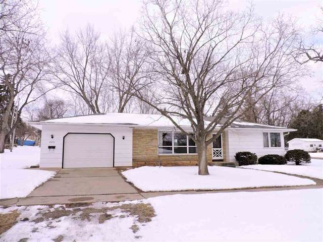 223 Walnut Street, Omro, WI 54963 (#50235188) :: Town & Country Real Estate
