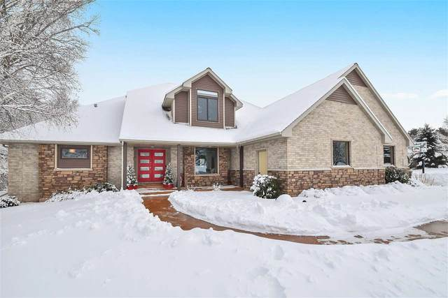 3024 Wandering Court, Suamico, WI 54313 (#50235323) :: Town & Country Real Estate