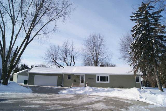 327 W Water Street, Brillion, WI 54110 (#50235527) :: Town & Country Real Estate