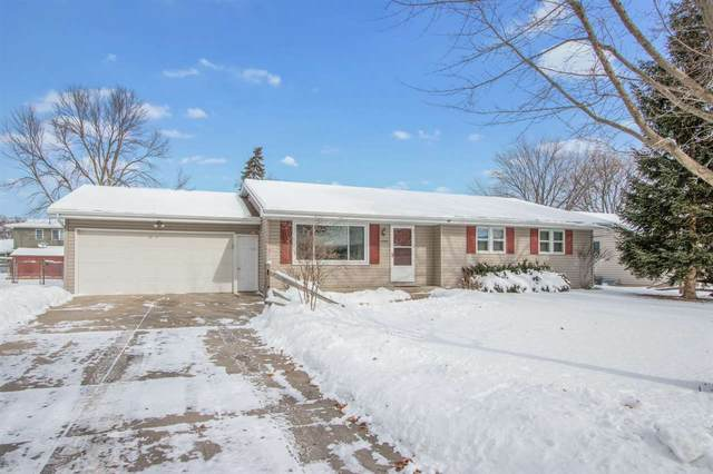 1090 Valley View Road, Green Bay, WI 54304 (#50235575) :: Todd Wiese Homeselling System, Inc.