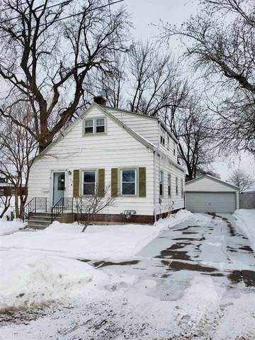 226 E Doty Avenue, Neenah, WI 54956 (#50235800) :: Town & Country Real Estate