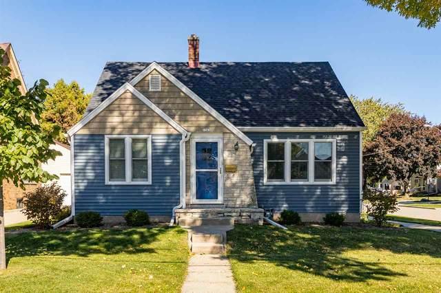 1362 Waugoo Avenue, Oshkosh, WI 54901 (#50235840) :: Town & Country Real Estate