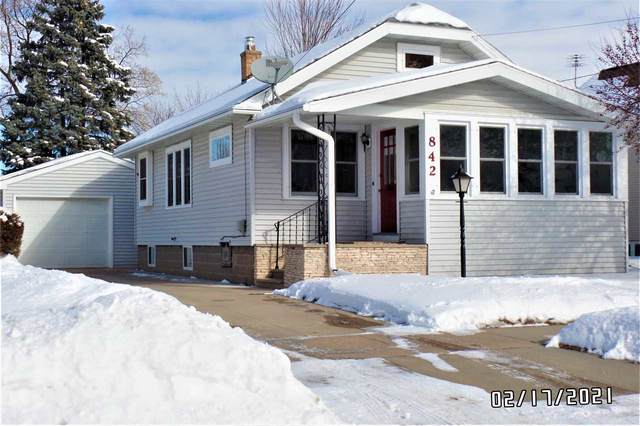 842 W 5TH Avenue, Oshkosh, WI 54902 (#50235935) :: Town & Country Real Estate