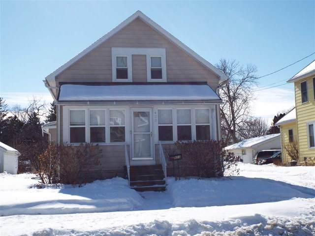 423 W 17TH Avenue, Oshkosh, WI 54902 (#50235977) :: Town & Country Real Estate