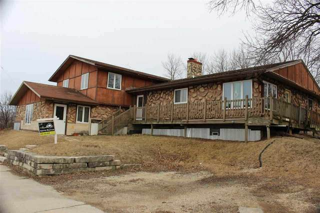 6401 W Layton Avenue, GREENFIELD, WI 53220 (#50235999) :: Town & Country Real Estate