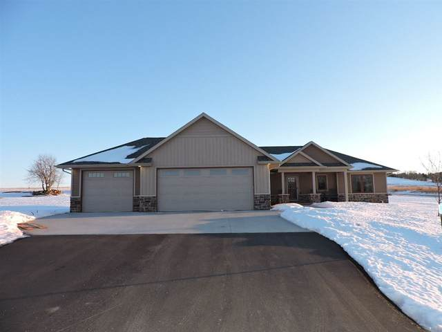 W7535 Cross Country Lane, Hortonville, WI 54944 (#50236030) :: Town & Country Real Estate