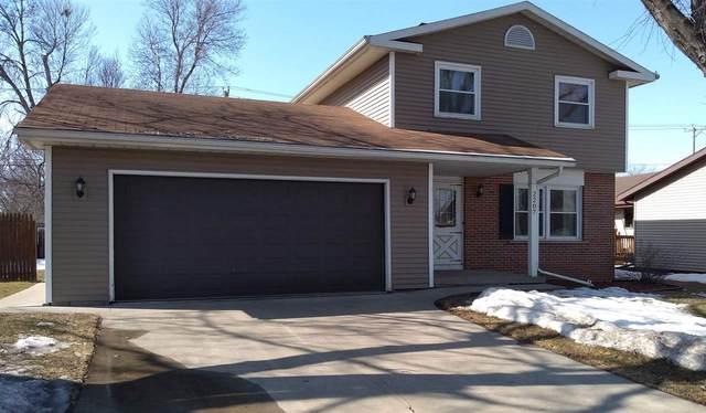 2207 Marathon Avenue, Neenah, WI 54956 (#50236346) :: Carolyn Stark Real Estate Team