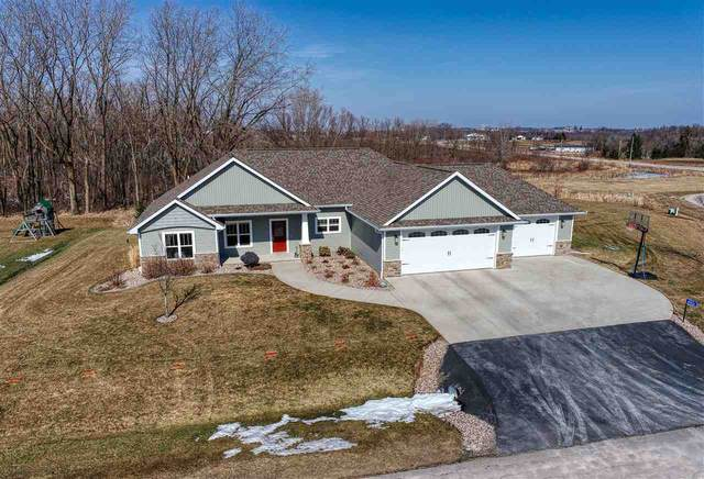 W7426 Cross Country Lane, Hortonville, WI 54944 (#50236536) :: Symes Realty, LLC