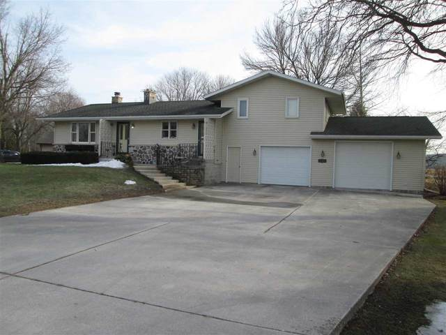 2205 Maple Heights Drive, Chilton, WI 53014 (#50236665) :: Todd Wiese Homeselling System, Inc.