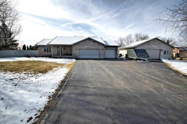 4095 W Fairview Road, Neenah, WI 54956 (#50236976) :: Ben Bartolazzi Real Estate Inc