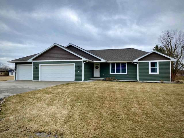 948 Tanglewood Drive, Little Suamico, WI 54141 (#50237230) :: Town & Country Real Estate