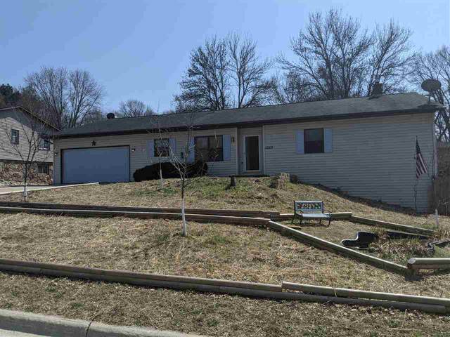 2669 Indian Hill Drive, Green Bay, WI 54313 (#50237940) :: Dallaire Realty