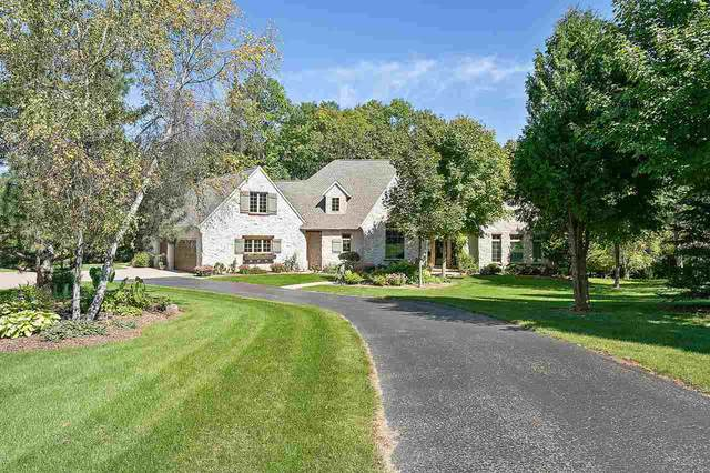 W2348 Valleywood Lane, Appleton, WI 54915 (#50238211) :: Todd Wiese Homeselling System, Inc.