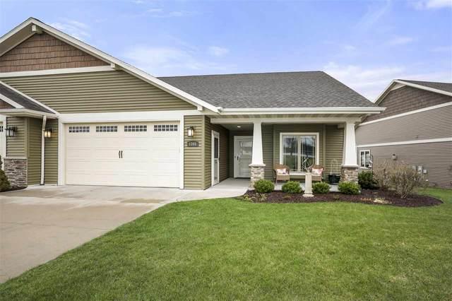 1345 Prairie Lake Circle, Neenah, WI 54956 (#50238218) :: Ben Bartolazzi Real Estate Inc