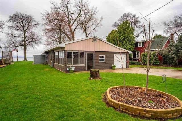448 Rainbow Beach Road, Neenah, WI 54956 (#50238264) :: Todd Wiese Homeselling System, Inc.