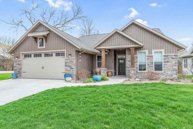 1102 S Forestbrook Lane, Appleton, WI 54914 (#50238446) :: Ben Bartolazzi Real Estate Inc