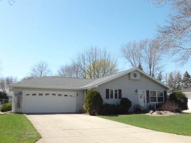 2513 S Meadowview Lane, Appleton, WI 54915 (#50238584) :: Ben Bartolazzi Real Estate Inc