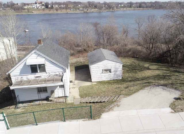 216 Prospect Street, Combined Locks, WI 54113 (#50238671) :: Dallaire Realty
