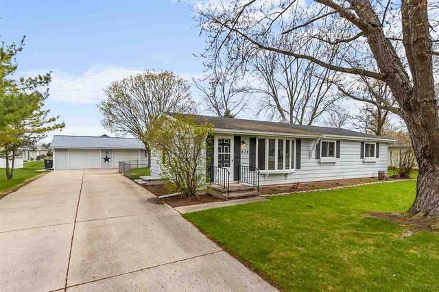 414 La Vesta Court, Brillion, WI 54110 (#50239262) :: Todd Wiese Homeselling System, Inc.