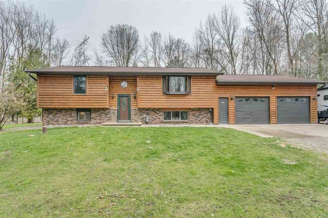 1864 Wildwood Drive, Suamico, WI 54173 (#50239329) :: Town & Country Real Estate