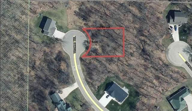 992 Thomas Trail, Waupaca, WI 54981 (#50239387) :: Carolyn Stark Real Estate Team