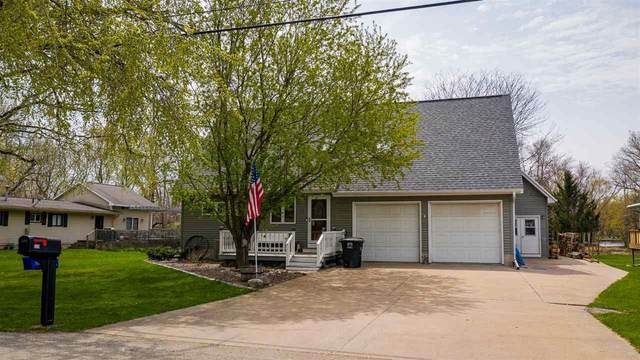 520 E River Drive, Omro, WI 54963 (#50239395) :: Town & Country Real Estate