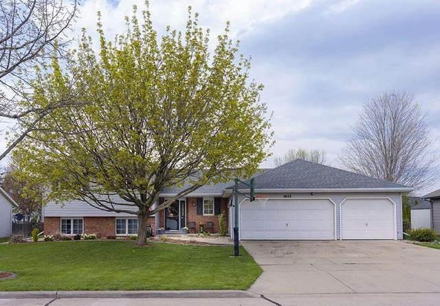 1602 E Cranberry Drive, Appleton, WI 54915 (#50239464) :: Carolyn Stark Real Estate Team
