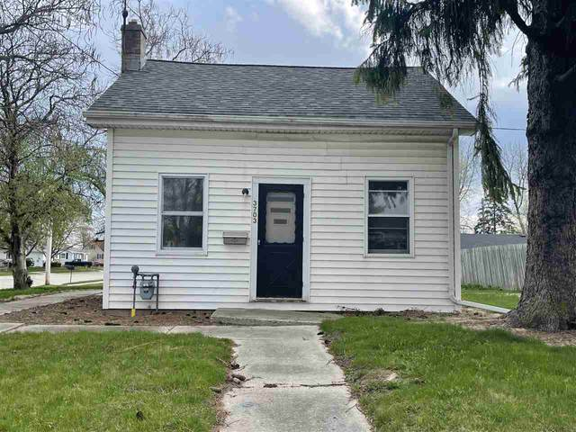 3703 Division Street, Manitowoc, WI 54220 (#50239530) :: Town & Country Real Estate