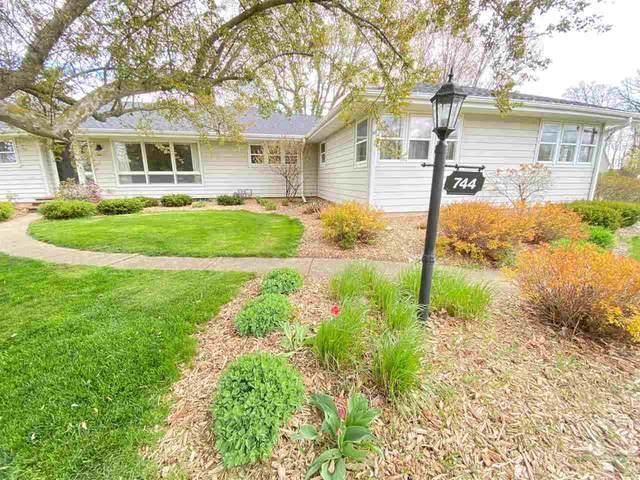 744 S St Augustine Street, Pulaski, WI 54162 (#50239575) :: Carolyn Stark Real Estate Team