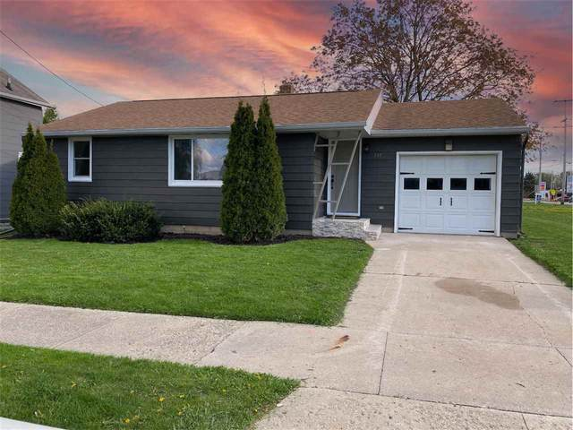 729 W Cedar Street, Hilbert, WI 54129 (#50239664) :: Carolyn Stark Real Estate Team