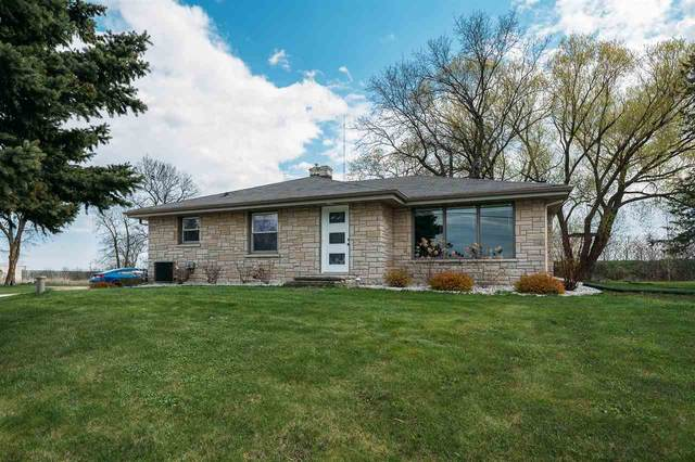 1730 Scray Hill Road, De Pere, WI 54115 (#50239801) :: Town & Country Real Estate