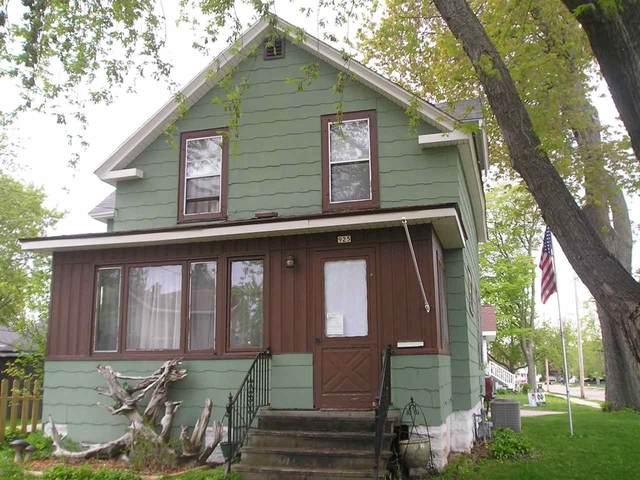 925 Central Street, Oshkosh, WI 54901 (#50239865) :: Ben Bartolazzi Real Estate Inc