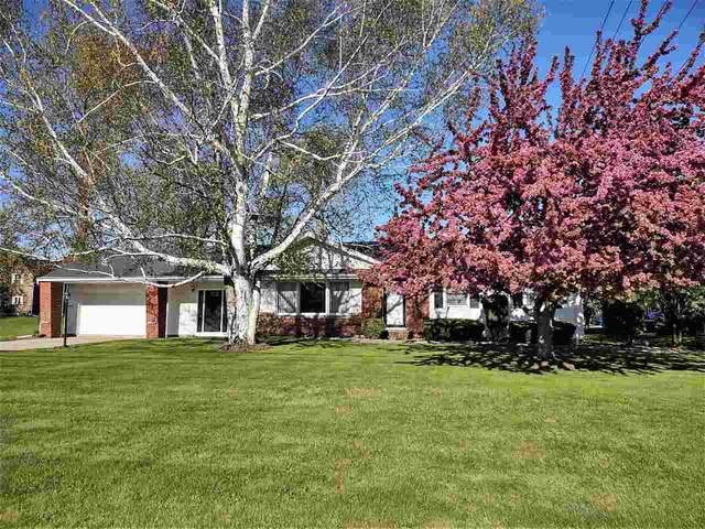 2443 N Lynndale Drive, Appleton, WI 54914 (#50239916) :: Ben Bartolazzi Real Estate Inc