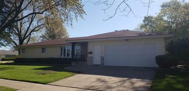 2420 N Erb Street, Appleton, WI 54911 (#50240019) :: Carolyn Stark Real Estate Team