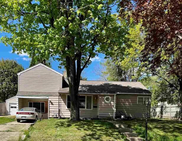 428 Center Street, Waupaca, WI 54981 (#50240057) :: Carolyn Stark Real Estate Team