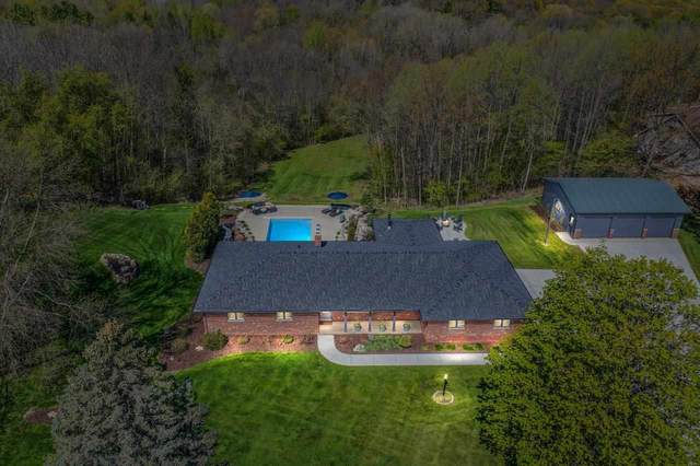 3898 Hidden Valley Lane, Green Bay, WI 54311 (#50240071) :: Todd Wiese Homeselling System, Inc.