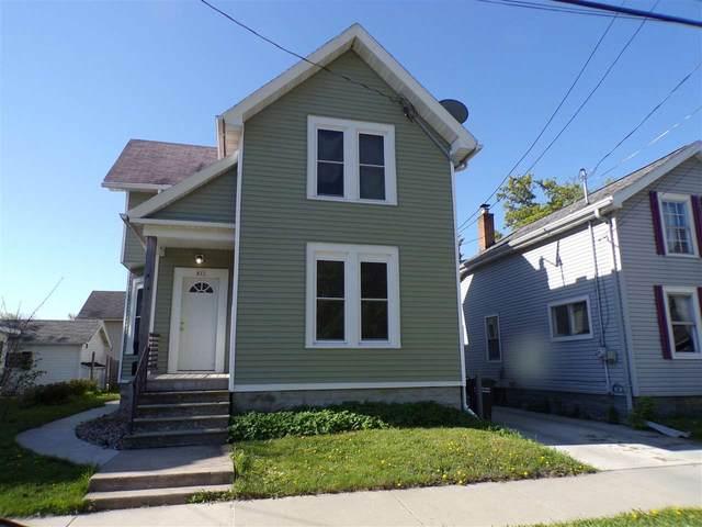 821 E Parkway Avenue, Oshkosh, WI 54901 (#50240135) :: Town & Country Real Estate