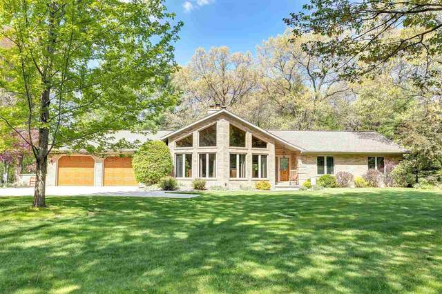 2840 Brookhills Drive, Green Bay, WI 54313 (#50240354) :: Todd Wiese Homeselling System, Inc.